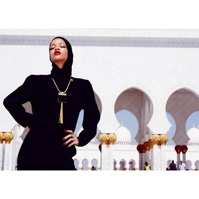 chris_stokes_blog_rihanna_abudhabi_mosque